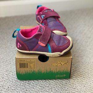 Plae toddler sneakers